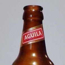 Coleccionismo de cervezas: BOTELLA CERVEZA ÁGUILA PILSENER 33 CL MODELO 2 - VACÍA. Lote 148914714
