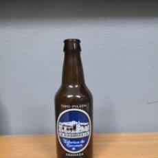 Coleccionismo de cervezas: RARA BOTELLA CERVEZA ALHAMBRA. BOTELLIN. Lote 151099917