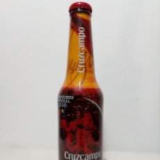 Coleccionismo de cervezas: BOTELLA EDICIÓN ESPECIAL SIN ABRIR (CERVEZA CRUZCAMPO) CAMPEONES DEL MUNDIAL FÚTBOL 2010 (33 CL). Lote 151170078