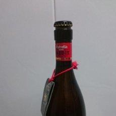 Coleccionismo de cervezas: BOTELLA CERVEZA ETRELLA DAMM INEDIT CHAPA Y LIQUIDO ORIGINAL. Lote 155796766