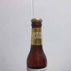 Coleccionismo de cervezas: BOTELLA CERVEZA WEISS DAMM CERVEZA DE TRIGO Y LIQUIDO ORIGINAL. Lote 155800102