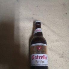 Coleccionismo de cervezas: ANTIGUA BOTELLA ESTRELLA DORADA DE DAMM SIN ABRIR AÑOS 80. Lote 155867228