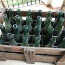 Coleccionismo de cervezas: CAJA 24 BOTELLAS CERVEZA EL AGUILA. RELIEVE. MARCA DE FÁBRICA.. Lote 157854038