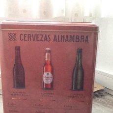 Coleccionismo de cervezas: CAJA METÁLICA CERVEZAS ALHAMBRA CON FOLLETO EXPLICATIVO DE LOS TRES TIPOS DE CERVEZA. Lote 157927534