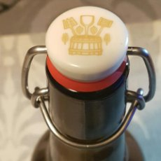 Coleccionismo de cervezas: BOTELLA CRISTAL CERVEZA DAMM 0,5L. TAPON MECANICO CERAMICA. Lote 158468512