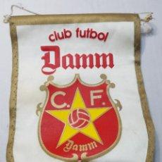 Coleccionismo de cervezas: BANDERIN ANTIGUO DAMM CLUB FUTBOL. Lote 160595397