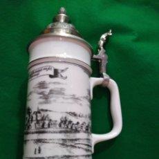 Coleccionismo de cervezas: GRAN JARRA VINTAGE DE CERVEZA EN CERAMICA Y TAPA ESTAÑO CINCELADA FIRMADA 25 CM 1050 GM 98 EUROS. Lote 168238493