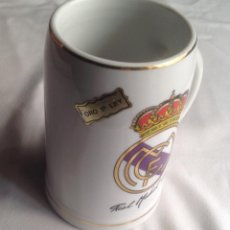 Coleccionismo de cervezas: REAL MADRID CF: JARRA DE CERÁMICA CON ETIQUETA GRABADO ORO DE LEY. Lote 189560150