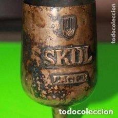 Coleccionismo de cervezas: COPA DE CERVEZA MARCA SKOL ANTIGUA . Lote 171166159