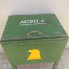 Coleccionismo de cervezas: ANTIGUA NEVERA DE HIELO CERVEZAS EL ÁGUILA. Lote 171455387