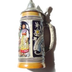 Coleccionismo de cervezas: GRAN JARRA DE CERVEZA ALEMANA, EN CERÁMICA. TAPA METÁLICA. 11 CMS. DIÁMETRO BASE X 28 ALTURA.. Lote 175776908