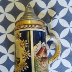 Coleccionismo de cervezas: JARRA PARA CERVEZA TIPO ALEMANA CON TAPA. Lote 176774825