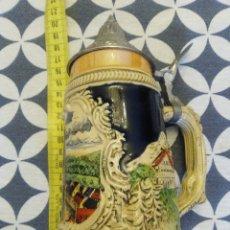 Coleccionismo de cervezas: JARRA PARA CERVEZA TIPO ALEMANA CON TAPA. Lote 176775147