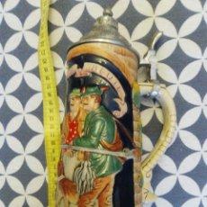 Coleccionismo de cervezas: JARRA PARA CERVEZA TIPO ALEMANA CON TAPA. Lote 176775605