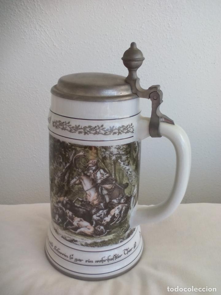 Coleccionismo de cervezas: JARRA DE CERVEZA ALEMANA CON TAPA, CON ESCENAS DE CAZA. DIE SCHIVEINS SAFT. PORCELANA - Foto 9 - 186198452