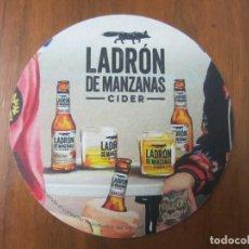 Coleccionismo de cervezas: POSAVASOS-CERVEZA LADRON DE MANZANAS-VER FOTOS. Lote 187541526