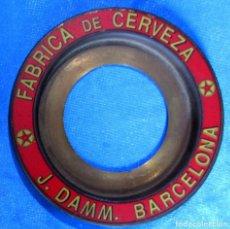 Coleccionismo de cervezas: SOPORTE PARA POSAVASOS METÁLICO. CERVEZAS J. DAMM, 2001. REPRODUCCIÓN DEL SIGLO XIX.. Lote 192981085