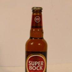 Coleccionismo de cervezas: BOTELLA DE CERVEZA SUPERBOCK CERVEZA RUBIA PORTUGUESA BOTELLA 33 CL. Lote 195251790