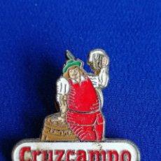 Coleccionismo de cervezas: PIN CERVEZA CRUZCAMPO. Lote 195284638