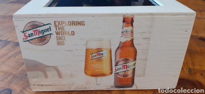 SAN MIGUEL EXPLORING THE WORLD /0,0 - SERVILLETERO DE MADERA - CERVEZA LLEIDA (Coleccionismo - Botellas y Bebidas - Cerveza )