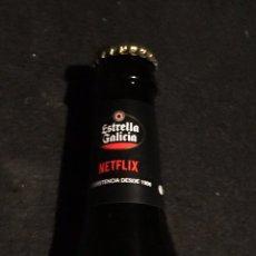 Coleccionismo de cervezas: BOTELLA LLENA Y NUEVA DE CERVEZA ESTRELLA GALICIA EDICION ESPECIAL SERIE LA CASA DE PAPEL. Lote 196565898