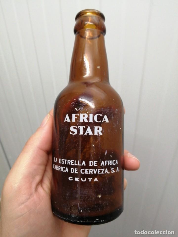 Coleccionismo de cervezas: Antigua botella LA ESTRELLA AFRICA CEUTA STAR serigrafiada de 20 cl cerveza - Foto 2 - 198490510