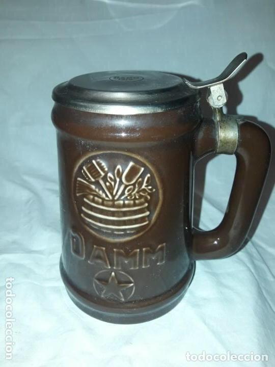 JARRA DE CERVEZA CON TAPA DAMM 1876, GM MONTGAT (Coleccionismo - Botellas y Bebidas - Cerveza )