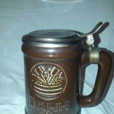 Coleccionismo de cervezas: JARRA DE CERVEZA CON TAPA DAMM 1876, GM MONTGAT. Lote 203458978