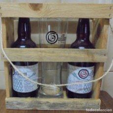 Coleccionismo de cervezas: PACK CERVEZA COLECCIONISTA GUILLEM DE BERGUEDÀ EN MADERA. DOS BOTELLAS VACIAS UN VASO SERIGRAFIADOI. Lote 205562235