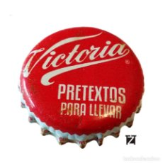 Coleccionismo de cervezas: TAPÓN CORONA MÉXICO (MX)--CHAPA CERVEZA MODELO VICTORIA (PRETEXTO PARA LLEVAR) 2 IMAGENES. Lote 206895027