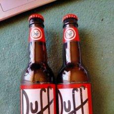 Coleccionismo de cervezas: CERBEZA DUFF SIN ABRIR.LOTE DOS BOTELLAS 1/3 LA PREFERIDA HOMER SIMPSON. CADUCADA, NO BEBER.. Lote 213531011