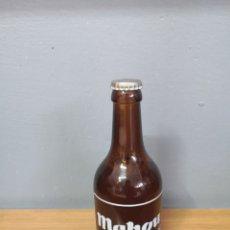 Coleccionismo de cervezas: BOTELLA ANTIGUA DE CERVEZA MAHOU LLENA. TAPÓN CORONA CHAPA EN MUY BUEN ESTADO. Lote 219602375