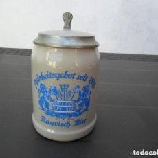 Coleccionismo de cervezas: JARRA DE CERVEZA EN CERÁMICA CON TAPADERA DE PELTRE - ANTIGUA. Lote 219892386