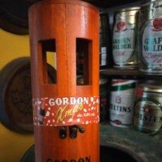 Coleccionismo de cervezas: CAJA DE MADERA DE CERVEZA GORDON XMAS. Lote 222216493