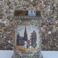 Coleccionismo de cervezas: JARRA DE CERVEZA ALEMANA MIEN VIENNA ORIGINAL KING. Lote 223025361
