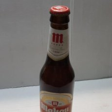 Coleccionismo de cervezas: BOTELLA CERVEZA MAHOU LLENA Y CON CHAPA ETIQUETA PAPEL. Lote 227057680
