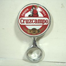 Coleccionismo de cervezas: REMATE GRIFO CERVEZA CRUZCAMPO - CERAMICO ROSCA - CERVEZA TIRADOR MEDALLON DE PLACA. Lote 228541400