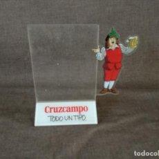 Coleccionismo de cervezas: EXPOSITOR O DISPLAY PARA CARTAS O MENÚS, PUBLICIDAD CRUZCAMPO, TODO UN TIPO, TROQUELADO, METACRILATO. Lote 230813455