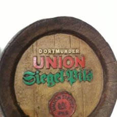 Coleccionismo de cervezas: DORTMUNDER UNION SIEGEL PILS. DECORACIÓN.. Lote 237640590