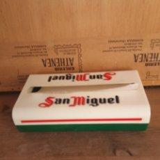 Coleccionismo de cervezas: SERVILLETERO SAN MIGUEL. Lote 239984030