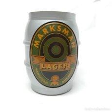 Coleccionismo de cervezas: ANTIGUO DISPLAY PUBLICITARIO LUMINOSO DE CERVEZA MARKSMAN LAGER MANSFIELD AÑOS 80 - 90, METACRILATO. Lote 247776795