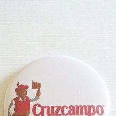 Coleccionismo de cervezas: CHAPA DE CERVEZA CRUZCAMPO - IMAN Y SACACHAPA DE 58MM. Lote 250107395