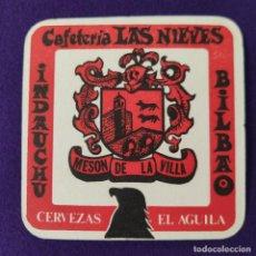 Coleccionismo de cervezas: ANTIGUO POSVASOS CERVEZAS EL AGUILA. CAFETERIA LAS NIEVES. INDAUCHU. BILBAO. MESON DE LA VILLA.. Lote 263562940