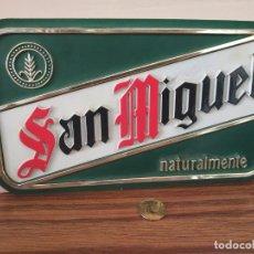 Coleccionismo de cervezas: PEQUEÑO CARTEL TROQUELADO DE PLÁSTICO. CERVEZA SAN MIGUEL.. Lote 265142349