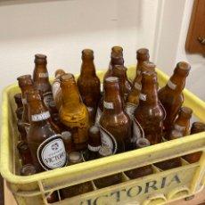 Coleccionismo de cervezas: LOTE DE 44 BOTELLINES DE CERVEZA VICTORIA. Lote 267901914