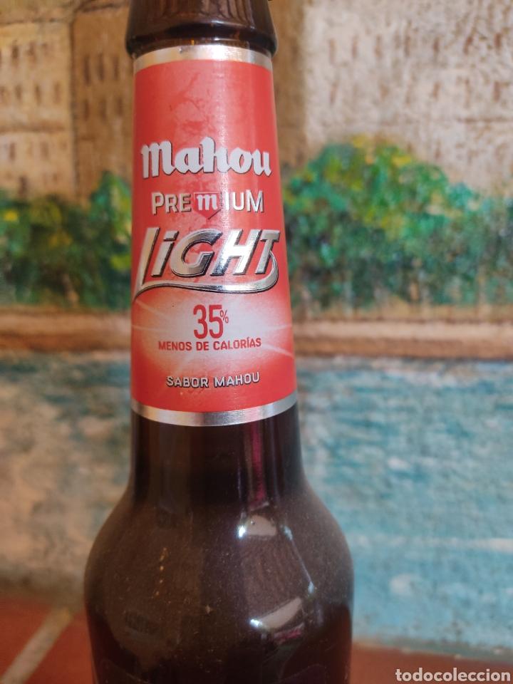 Coleccionismo de cervezas: Botella cerveza Mahou Premium Light. Primer lanzamiento 2008. Llena - Foto 3 - 268274564