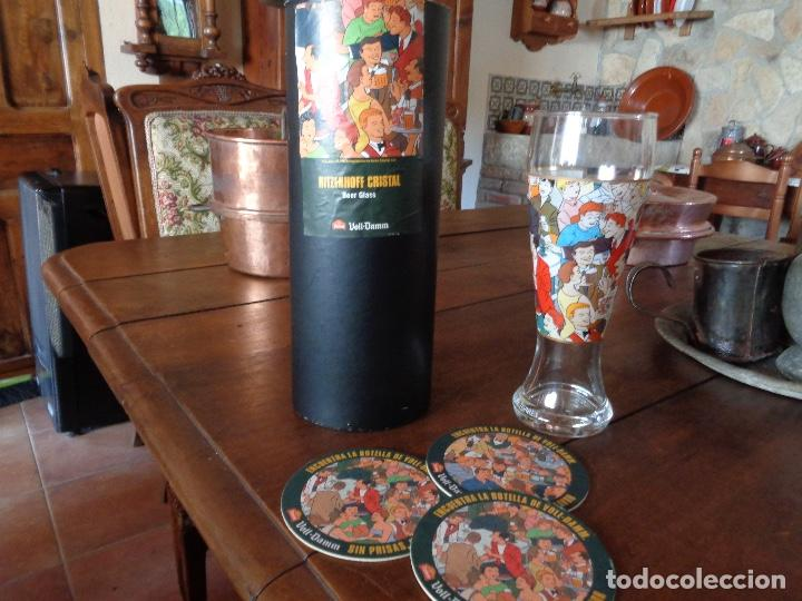 KIT CERVEZA VOLL DAMM, POSAVASOS, JARRA, Y CAJA (Coleccionismo - Botellas y Bebidas - Cerveza )