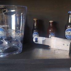 Coleccionismo de cervezas: CUBITERA NUEVA CERVEZAS ALHAMBRA Y ABRIDOR BARRA. Lote 286699933