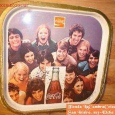 Coleccionismo de Coca-Cola y Pepsi: ANTIGUA BANDEJA DE HOJA DE LATA LITOGRAFIA DE COCA-COLA, AÑOS 60!!!. Lote 27256197