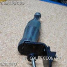 Coleccionismo de Coca-Cola y Pepsi: ANTIGUO ABRIDOR EXPOSITOR DE COCACOLA. COCA-COLA DE BARRA. Lote 33046022